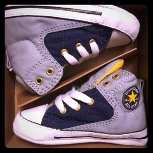 Baby Converse ALL STAR  Size 3